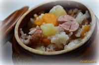 Рецепт Картошка с рисом с сосисками в горшочке рецепт с фото