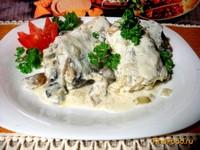 Рецепт Хек припущенный под сливочно-сметанным соусом рецепт с фото