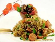 Рецепт Капуста квашеная тушёная с сосисками рецепт с фото
