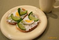 Рецепт Румяные тосты с творожной начинкой и яйцом рецепт с фото