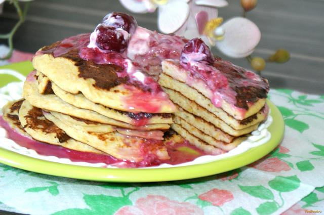 Рецепт Панкейки из кукурузных хлопьев с вишневым соусом рецепт с фото
