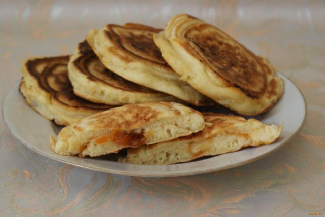 Рецепт Оладьи с начинкой из абрикосового варенья рецепт с фото