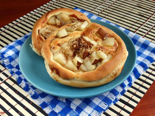 Рецепт Ватрушки с грушей и орехами рецепт с фото