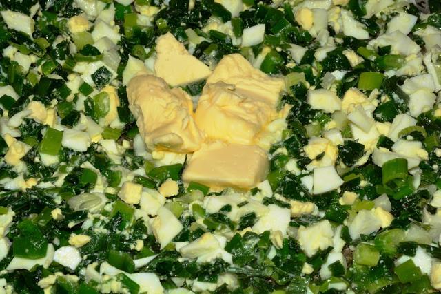 Слоеный пирог с зеленым луком и яйцом рецепт с фото 9-го шага