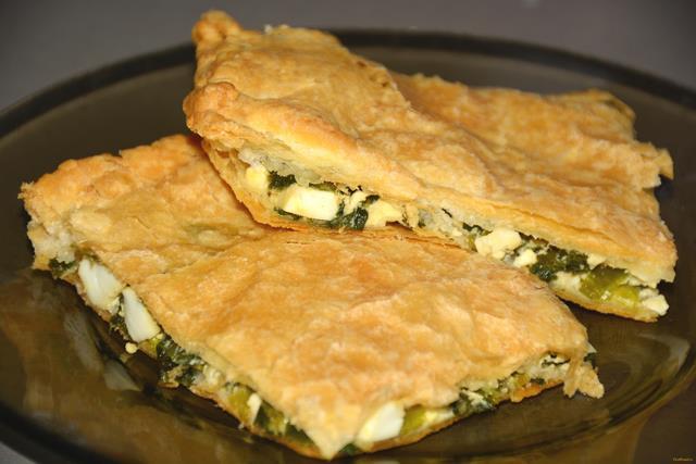 Слоеный пирог с зеленым луком и яйцом рецепт с фото 15-го шага
