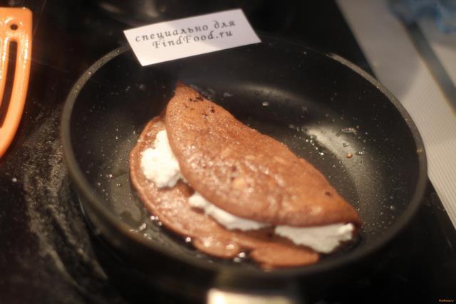Шоколадный овсяноблин с творогом рецепт с фото 8-го шага
