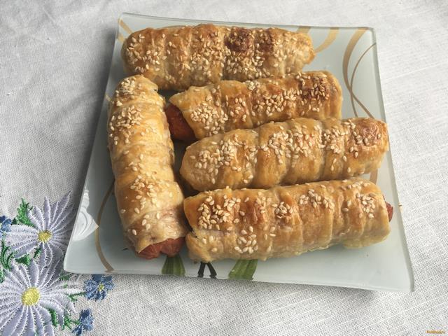Рецепт слоеных сосисок в тесте в духовке