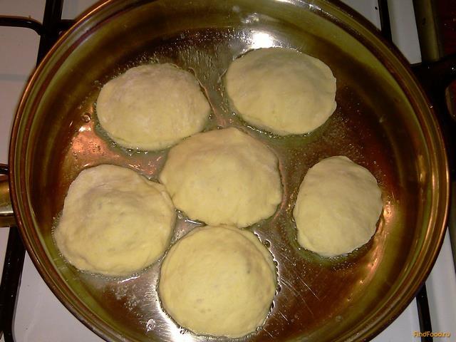 Пирожки со щавелем из дрожжевого теста в духовке