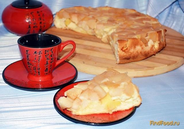 Бисквитная шарлотка с яблоками в мультиварке