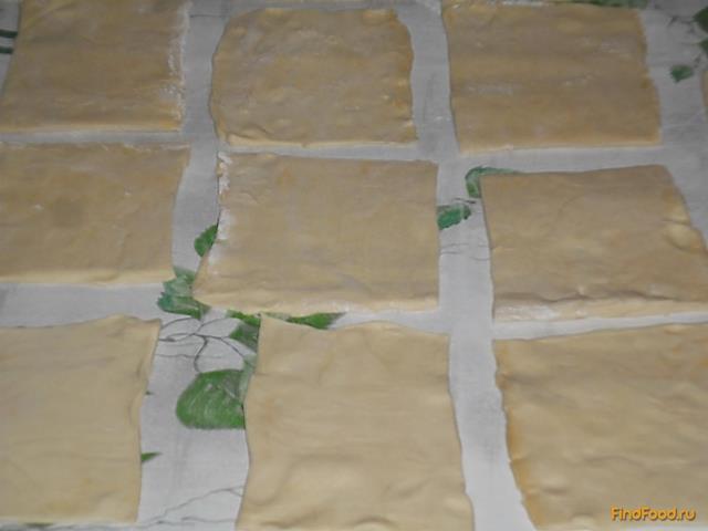 Треугольники из бездрожжевого слоеного теста рецепт с фото 5-го шага