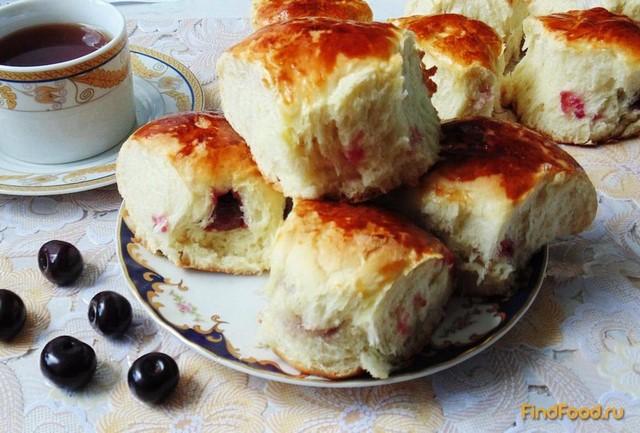 Рецепт Сдобные булочки с вишней рецепт с фото