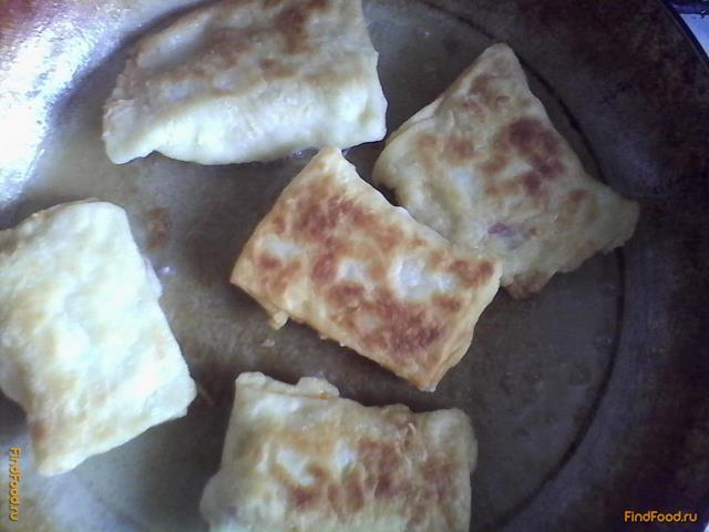 Слойки с колбасой и сыром рецепт с фото 6-го шага