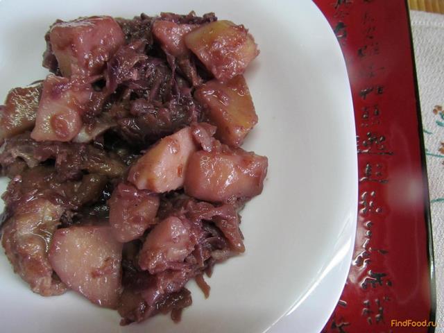 Рецепт Красная капуста с яблоком и мясом рецепт с фото