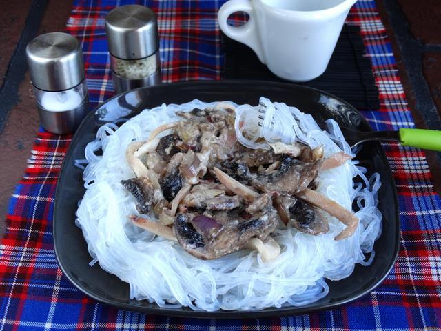 Рецепт Фунчоза в соусе из кальмаров и грибов рецепт с фото