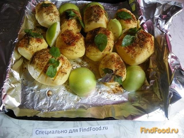 Картофель запеченный с яблоками и пряными травами рецепт с фото 4-го шага