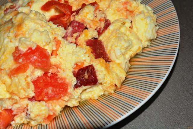 Рецепт Омлет с колбасой и помидорами рецепт с фото