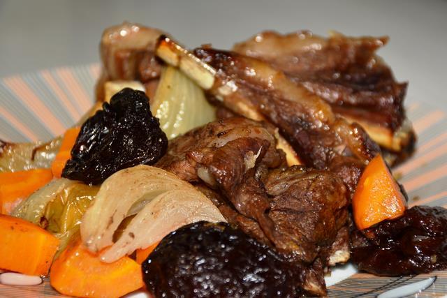 Рецепт Свиные ребрышки запеченные с черносливом и яблоками рецепт с фото