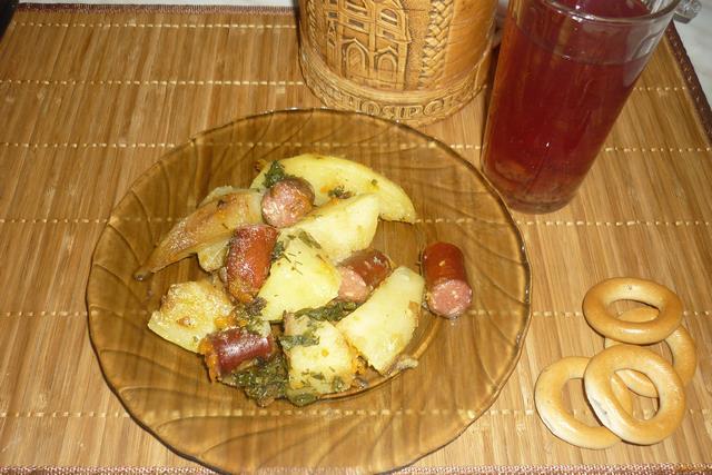 Рецепт Охотничьи колбаски с картофелем на сковороде рецепт с фото