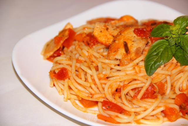 Рецепт Спагетти с курицей в томатном соусе рецепт с фото