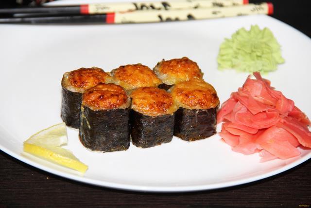 Запеченные роллы с лососем и креветками рецепт с фото 9-го шага