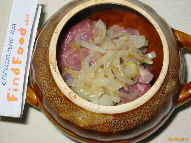 Мясо с грибами в горшочках рецепт с фото 6-го шага