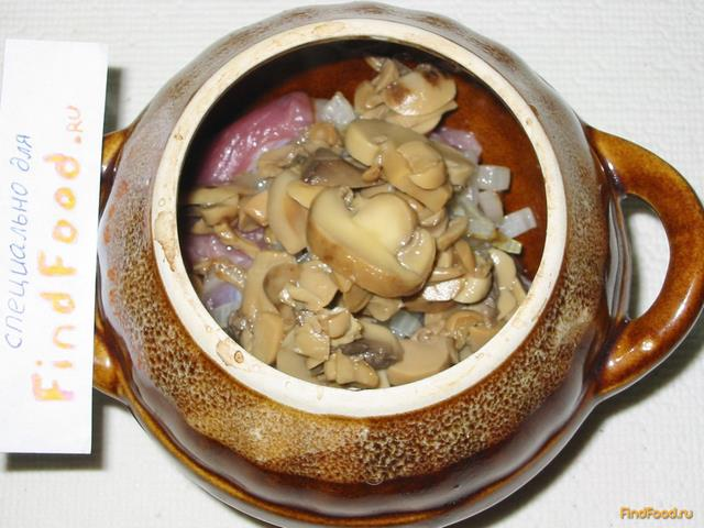Мясо с грибами в горшочках рецепт с фото 7-го шага