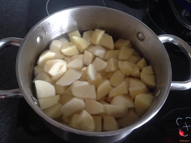 Тушеная картошка с куриной грудкой рецепт с фото 3-го шага