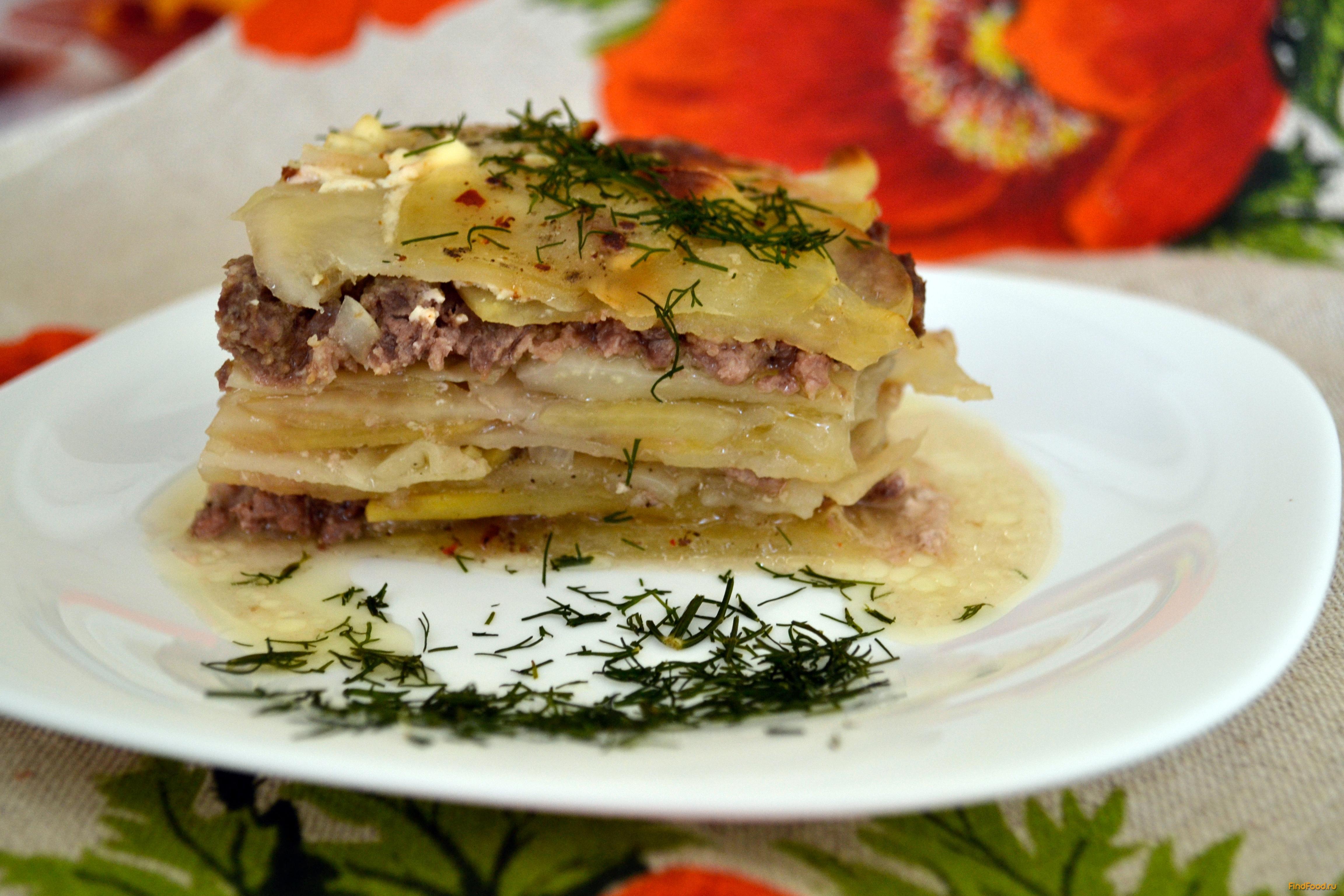 Дополняет его второй основной компонент – картофель в виде соломки, пластинок или пюре, отварные макароны, отварные крупы или бобовые.