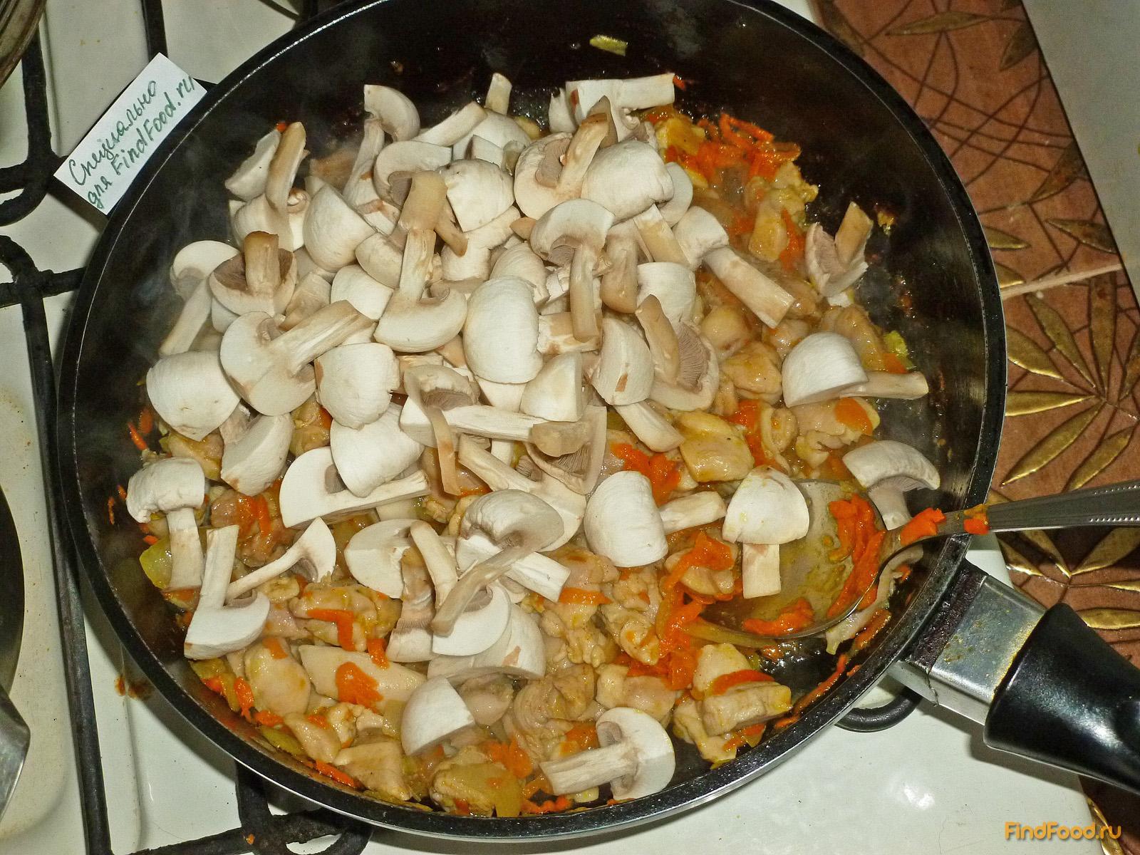 Гуляш из куриных окорочков с грибами рецепт с фото 5-го шага
