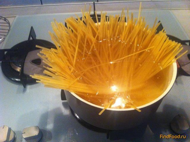 Паста с беконом и грибами Карбонара рецепт с фото 6-го шага