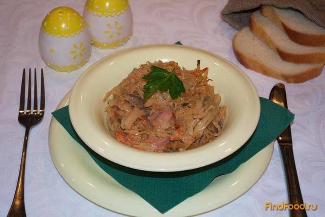Рецепт Тушеная капуста с сосисками грибами и томатным соусом рецепт с фото