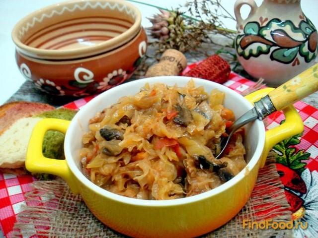 Рецепт Капуста тушёная с беконом и грибами рецепт с фото