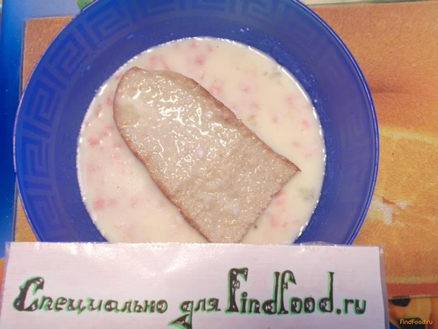 Яичные гренки с колбасой рецепт с фото 5-го шага