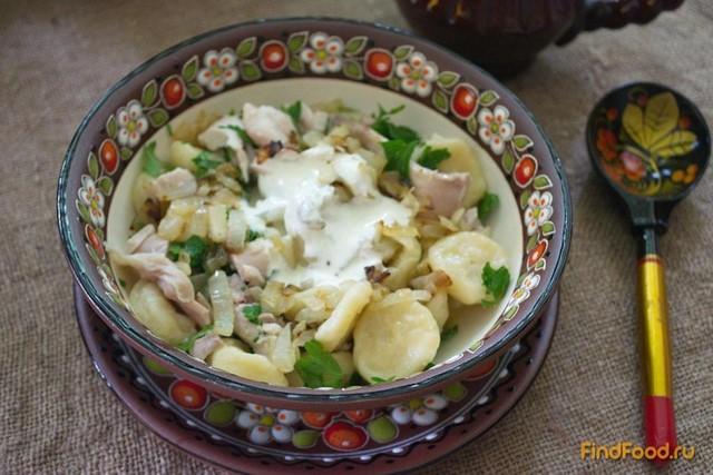 Рецепт Галушки с курицей и соусом из сметаны и хрена рецепт с фото