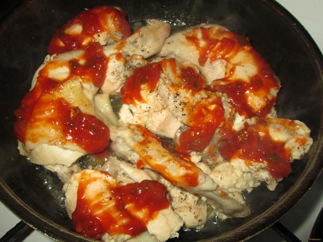 Жареная курица с сыром на сковороде