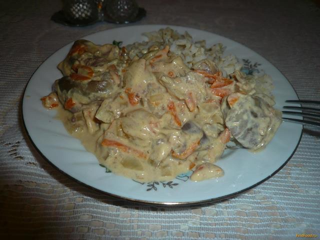 Рецепт Печенка с луком и морковью в сметанном соусе рецепт с фото