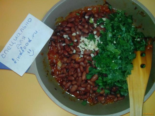 простой салат из фасоли в томатном соусе рецепт с