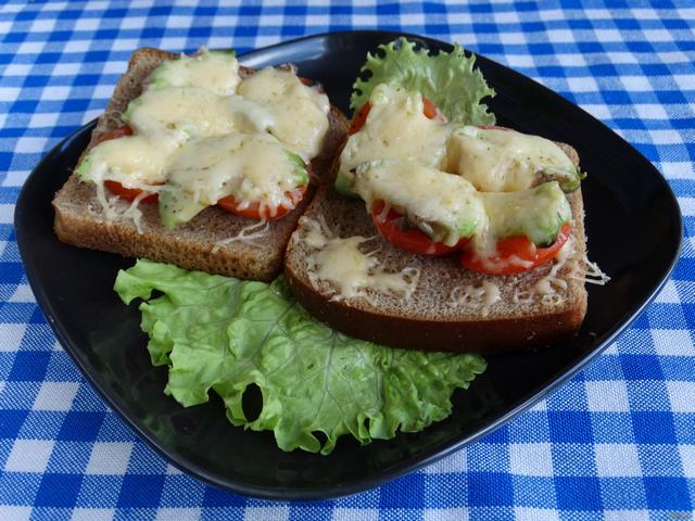 Рецепт Горячие бутерброды с авокадо и помидорами черри рецепт с фото