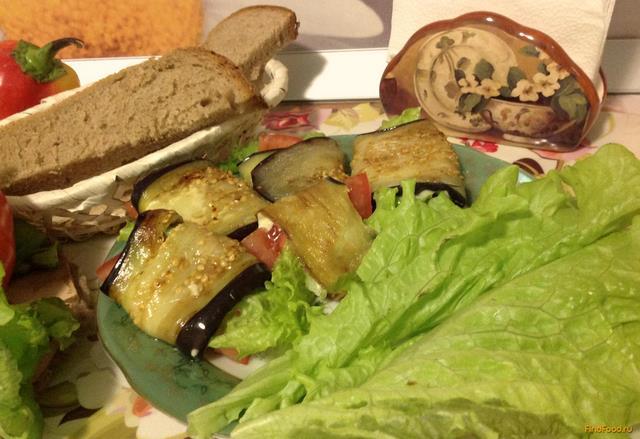 Рецепт Рулетики из баклажанов с помидорами рецепт с фото