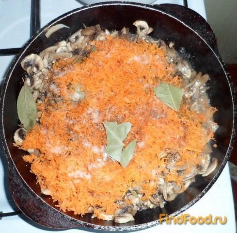 Жареные шампиньоны с морковью и луком рецепт с фото 3-го шага