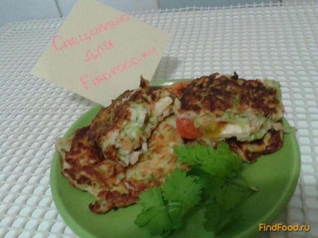 Рецепт Кабачковые оладьи с начинкой из сыра и помидоров рецепт с фото