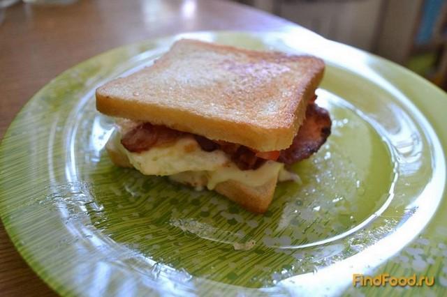 Рецепт Сэндвич с яйцом и беконом рецепт с фото