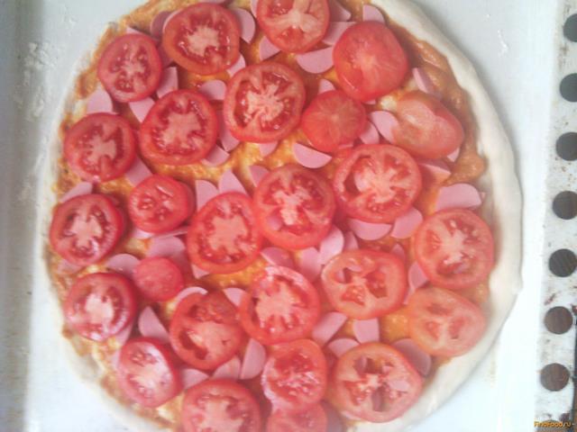 Домашняя пицца с сосисками рецепт с фото 4-го шага