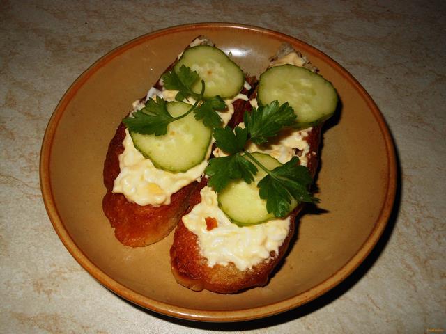 Рецепт гренки с чесноком и яйцом рецепт с фото