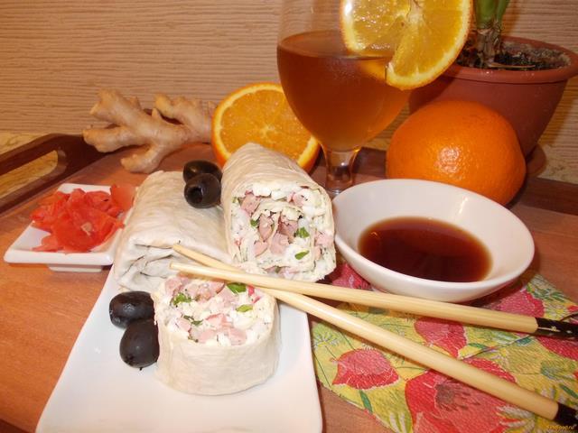 Рецепт Рулет из лаваша с начинкой из сосисок крабового мяса и сыра Дружба рецепт с фото