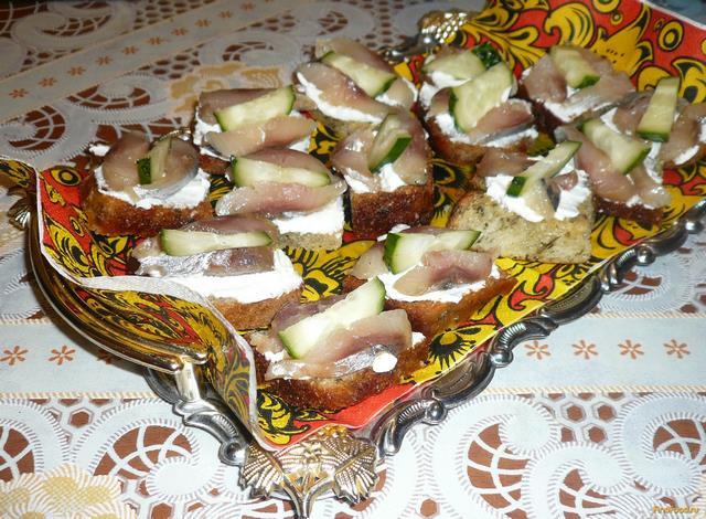 Рецепт Закусочные канапе с сельдью рецепт с фото