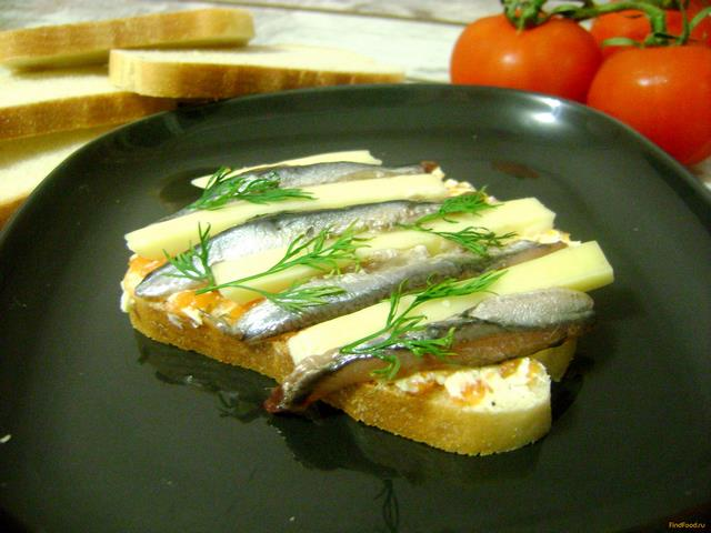 Рецепт Бутерброды с соленой хамсой и сыром рецепт с фото