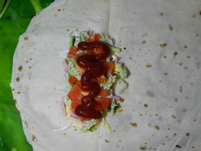 Домашняя шаурма с колбасой рецепт с фото 11-го шага